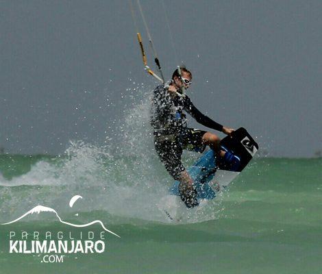 ParaglideKilimanjaro_KiteSurfing_ByLindaWillemse_2_400x500
